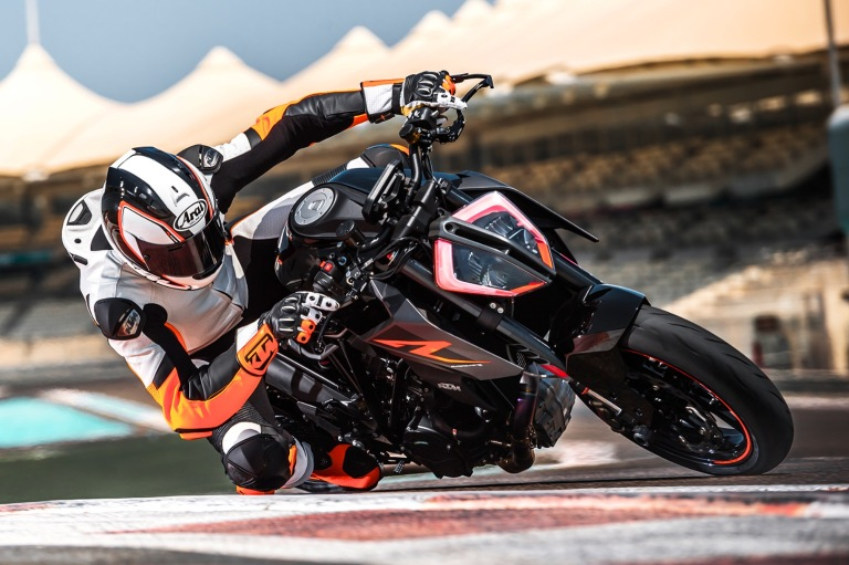 ktm-1290-super-duke-r-courtesy-of-ktm
