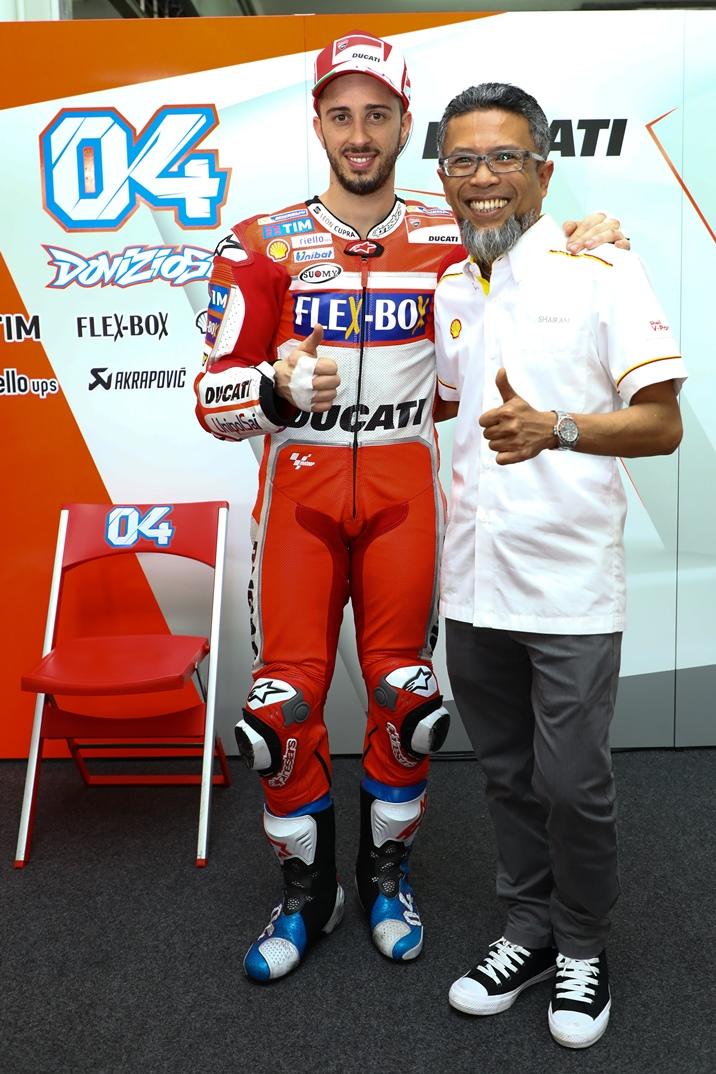 shell-malaysia-md-shairan-huzani-husain-with-ducati-rider-andrea-dovizioso