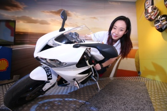 Shell Advance Brand Manager Cheong Su Lin doing an 'elbow down' pose