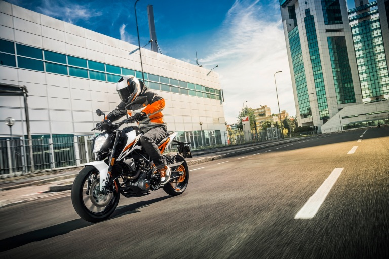 KTM 250 DUKE MY17_Action 01